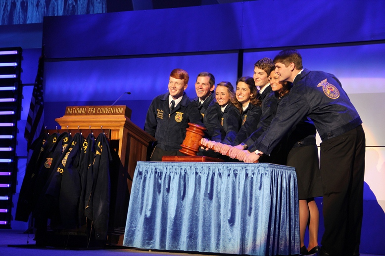 Meet the 2012-2013 National FFA Officer Team.