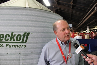 USB's Bob Metz talks to Brownfield's Meghan Grebner at the 2013 NFMS.