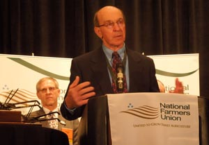 Al Gustin accepts the NFU Milt Hakel Award in Springfield, Mass., March 4, 2013.